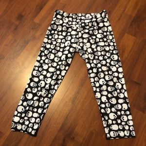 Skull workout stretchy bottoms SO CUTE size s/m